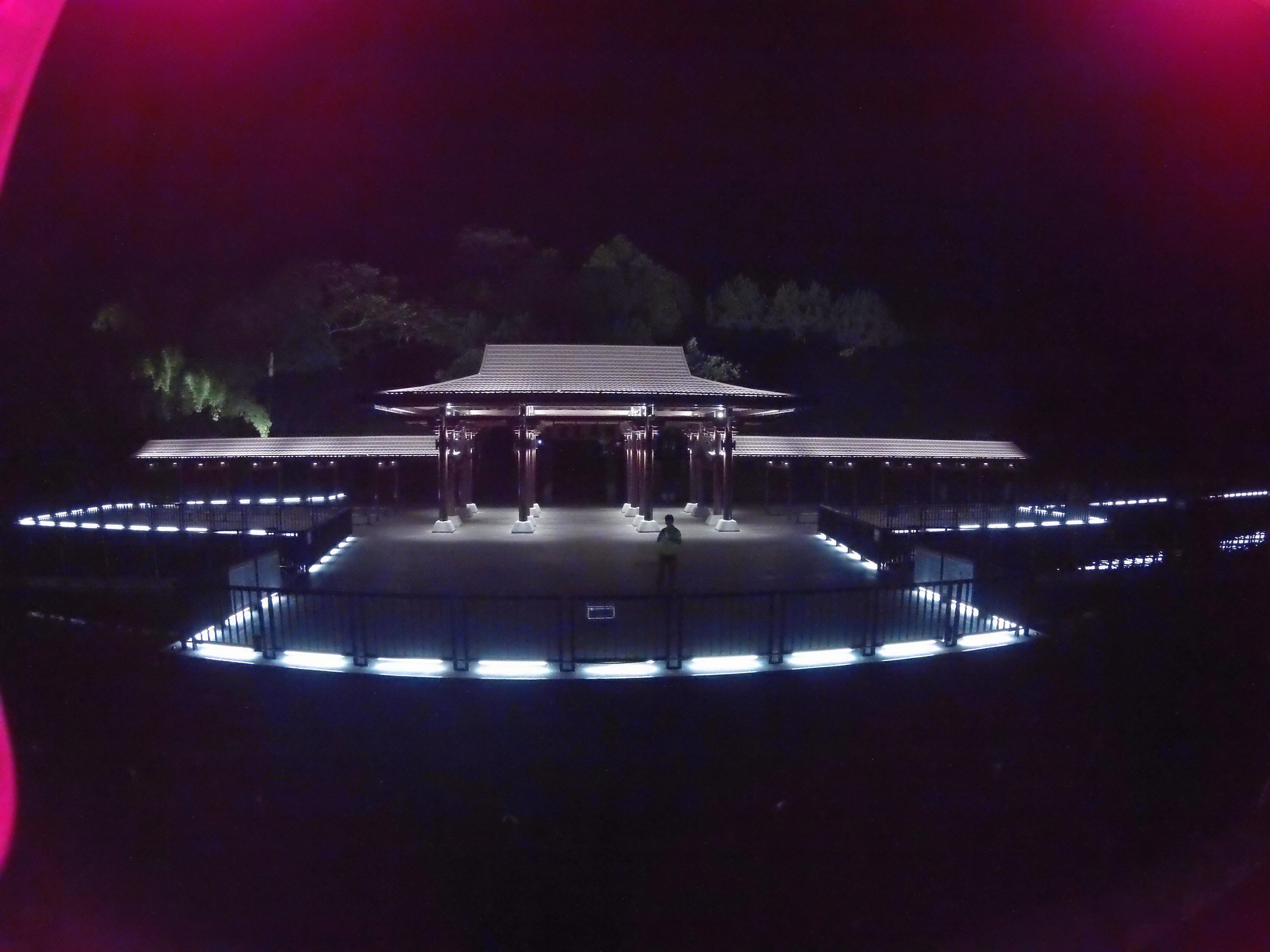 日月潭玄光頭光雕有不同美感。